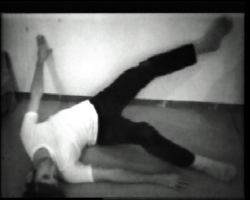 11 – Bruce Nauman, Wall-Floor Position, 1968, vidéo, MACBA Collection, Barcelone.
